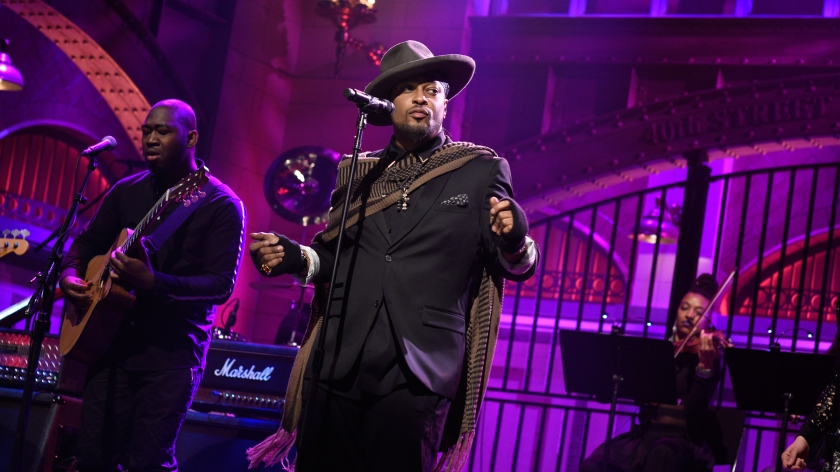 D'Angelo performing on Saturday Night Live